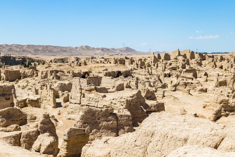 被看见的交河故城从上面,吐鲁番,中国 Jushi王国的古都,这是一个陡峭的高原的一个自然堡垒 免版税库存图片