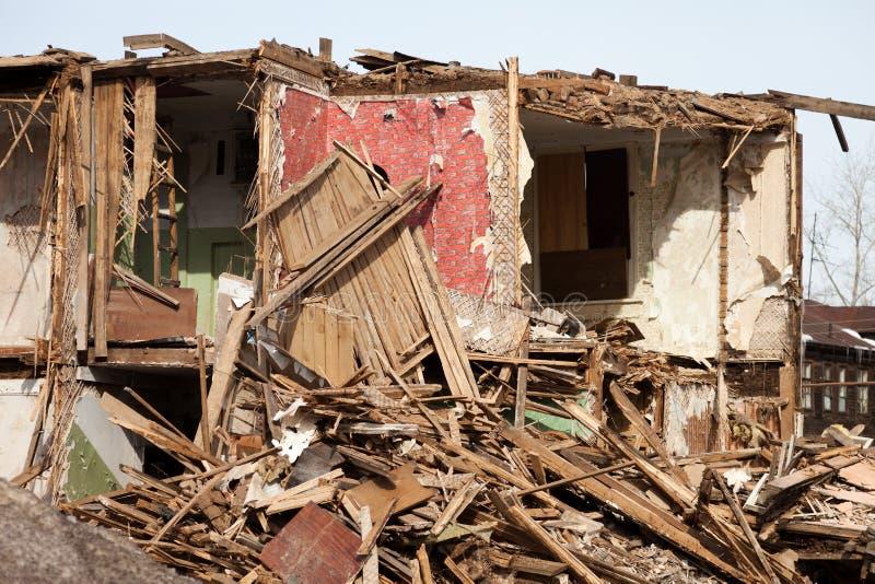 被破坏的灾害房子 库存照片