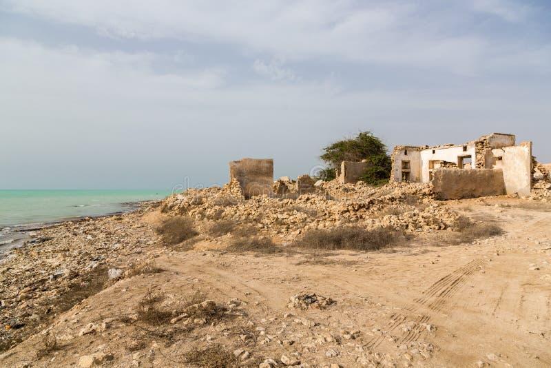 被破坏的老古老阿拉伯圈纹窄花边和渔镇Al Jumail,卡塔尔,波斯湾海岸的沙漠  中东,亚洲 库存图片