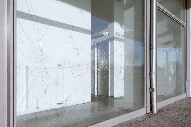 被破坏的被打碎的窗口 库存照片