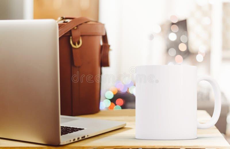 被称呼的储蓄杯子大模型图象 免版税图库摄影