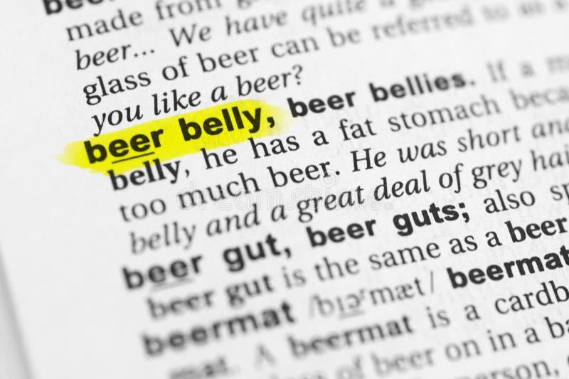 被突出的英国词啤酒肚和它的定义在字典 免版税库存图片