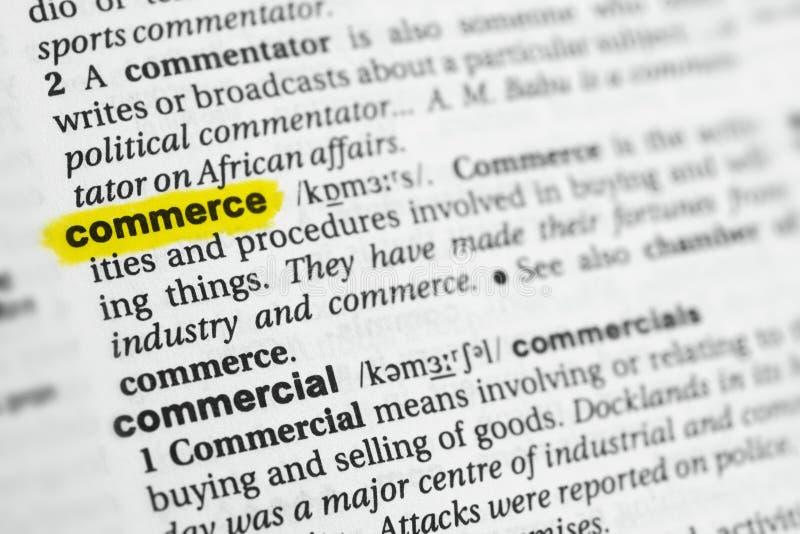 被突出的英国词`商务`和它的定义在字典 免版税库存照片