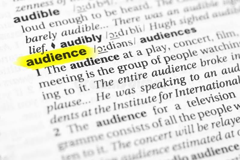 被突出的英国词`观众`和它的定义在字典 免版税库存照片