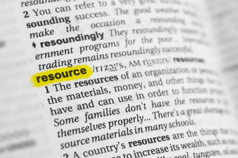 被突出的英国词`资源`和它的定义在字典 库存图片