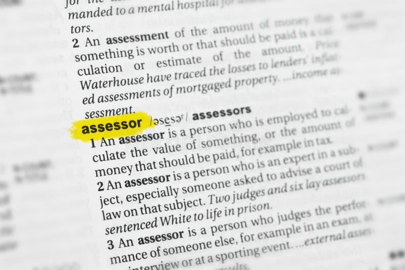 被突出的英国词& x22; assessor& x22;并且它的在字典的定义 库存照片