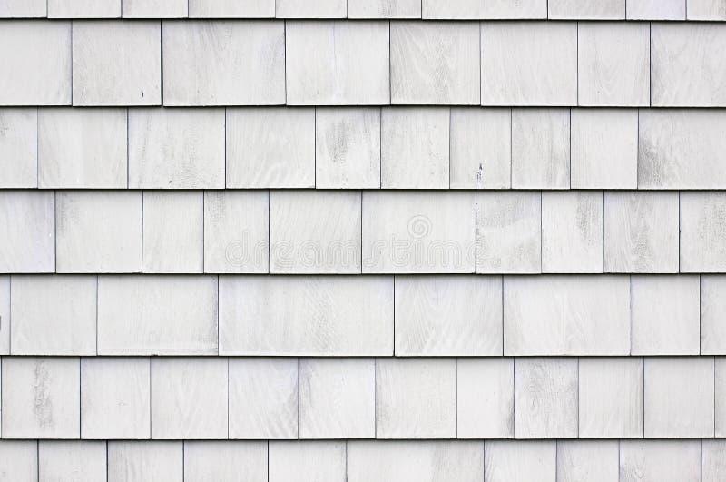 被粉刷的木瓦房屋板壁 免版税库存照片