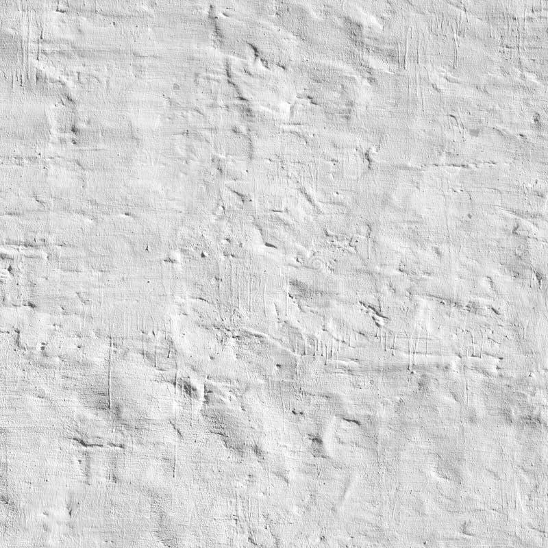 被粉刷的老砖墙参差不齐的七高八低的概略的土气背景 免版税库存照片