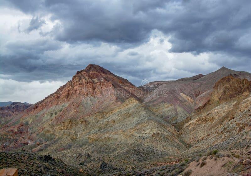 被绘的山和春雨 库存照片