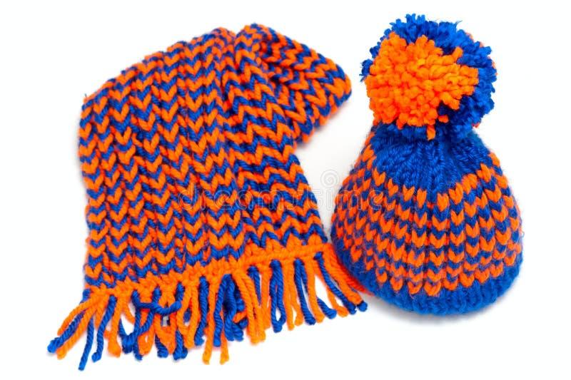 被编织的围巾和盖帽 库存图片