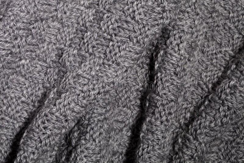 被编织的灰色围巾 免版税库存图片