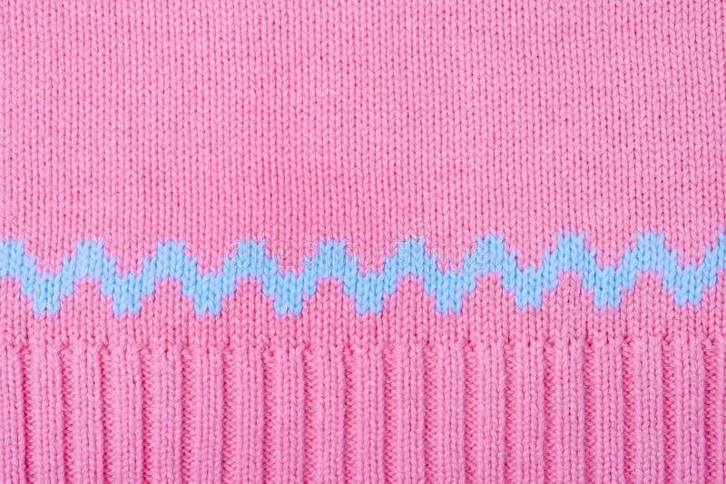 被编织的背景。桃红色羊毛套头衫纹理宏指令 库存图片