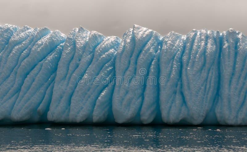 被腐蚀的和被风化的冰山,南极半岛 库存照片