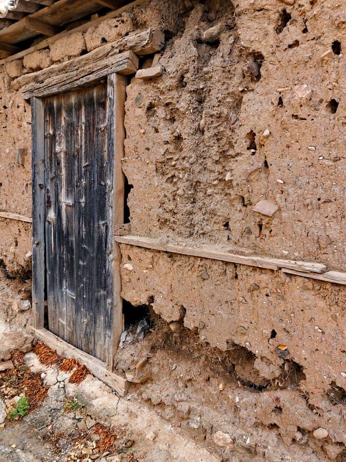 被腐蚀的泥棚子墙壁 免版税库存图片