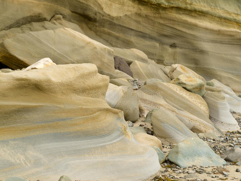 被舍入的砂岩沉积使水光滑 图库摄影
