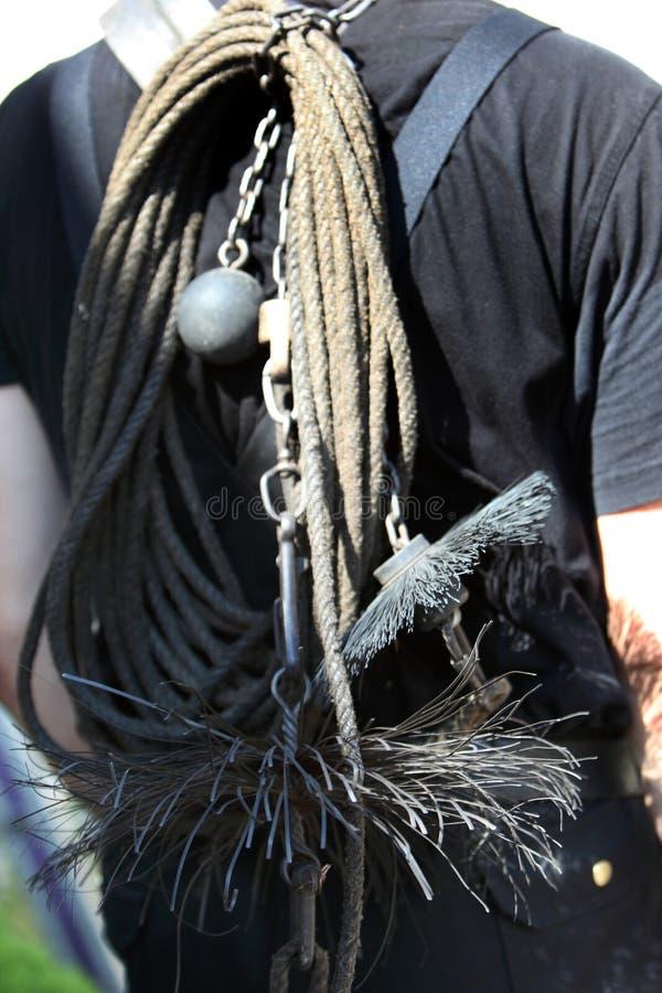 被衡量的链子和钢丝刷 图库摄影