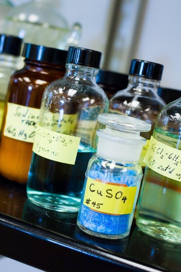 被装瓶的化学制品上铜其他硫酸盐 免版税库存图片