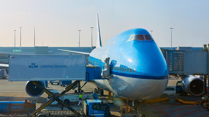 被装载在斯希普霍尔机场的KLM飞机 阿姆斯特丹荷兰 库存图片