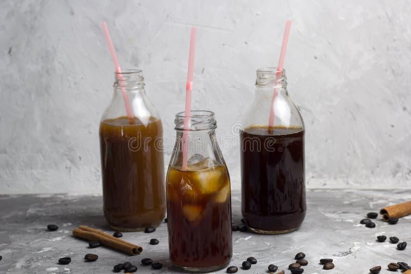 被设置的被冰的咖啡瓶 免版税图库摄影