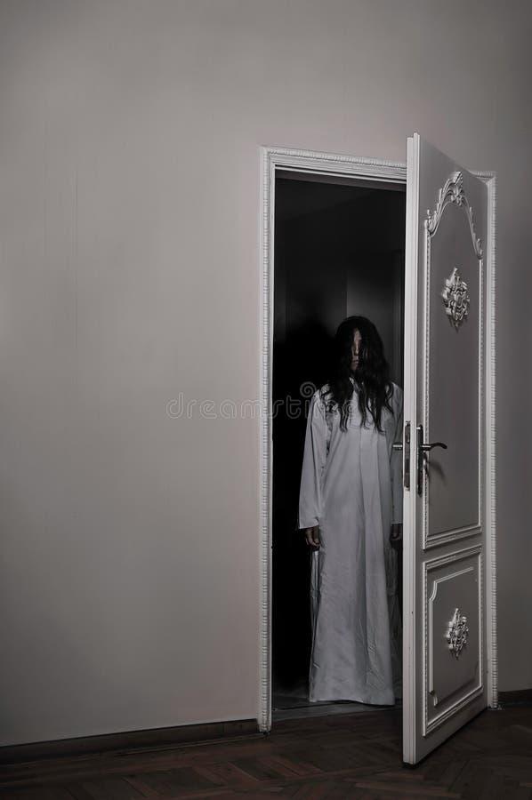 被诅咒的恐怖女孩 库存图片