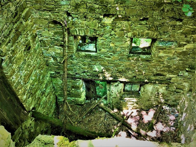 被迷惑的地方、射线、光、墙壁和废墟 库存图片