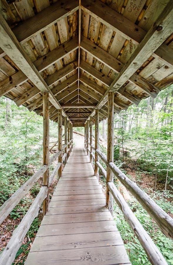 被遮盖的桥在吉勒特城堡国家公园 库存图片