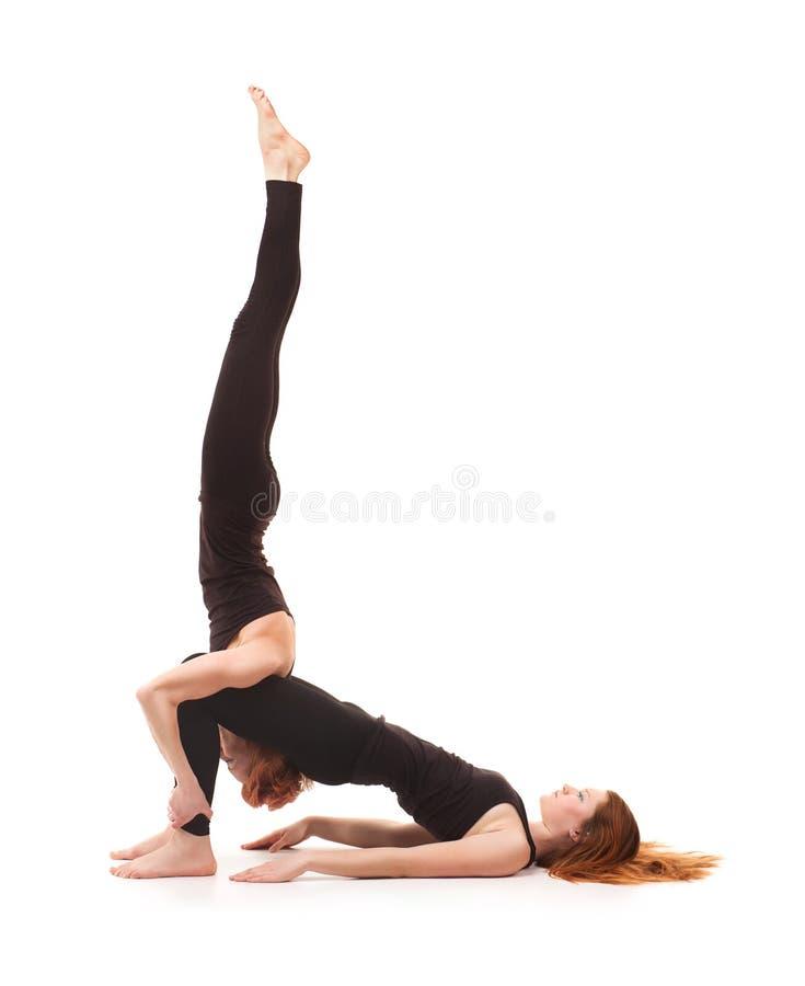 在白色背景的被配对的瑜伽 免版税库存图片