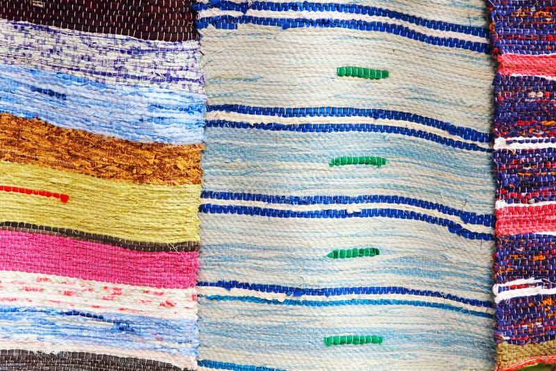 被采取的五颜六色的手工制造地毯特写镜头 图库摄影