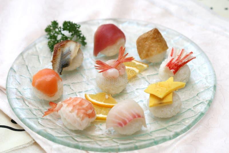 被采取的可口准备的工作室寿司 免版税库存照片