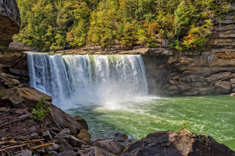 被采取的甚而城市corbin坎伯兰郡天旱秋天印象深刻的肯塔基被找出的中间最近的10月公园照片状态是瀑布 图库摄影