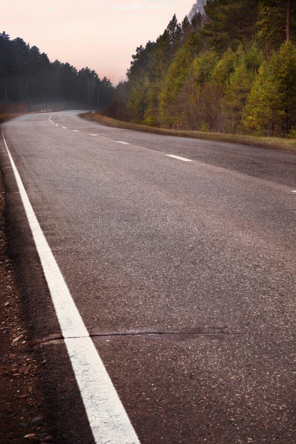 Download 被铺的路在秋天森林里 库存照片. 图片 包括有 森林, 橙色, 地产, 颜色, 农村, 背包徒步旅行者, 没人 - 30330756