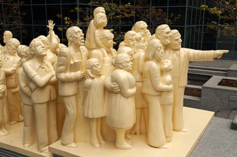 被阐明的人群雕塑 图库摄影