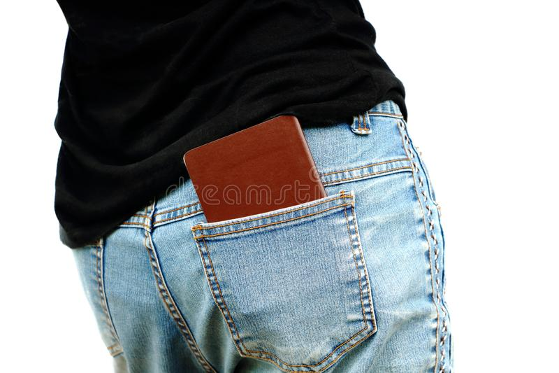被隔绝的亚裔妇女放护照入牛仔裤的后面口袋 库存照片