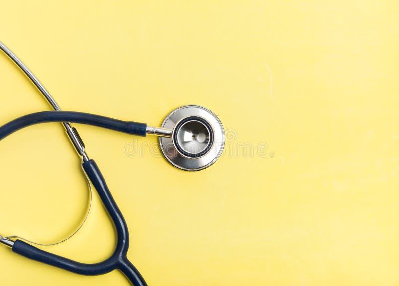 被隔绝的听诊器医疗设备 免版税库存照片