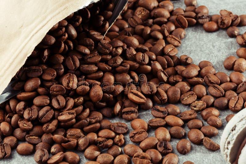 被隔绝的咖啡豆 o r E 免版税库存图片
