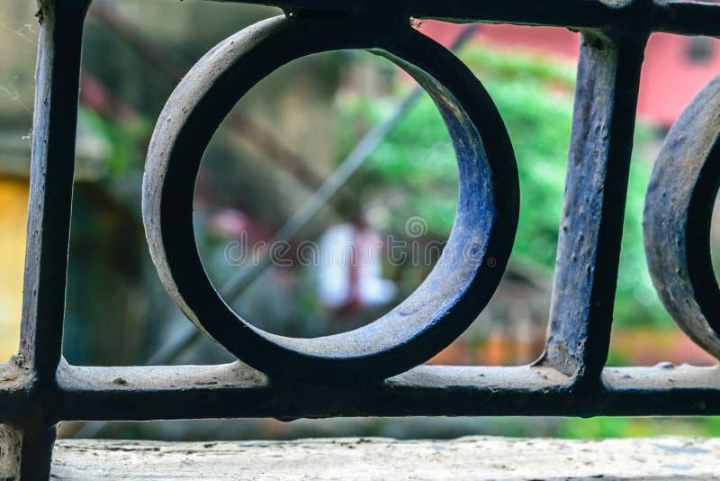 被隔绝的圆形铁金属钢关闭 免版税库存图片
