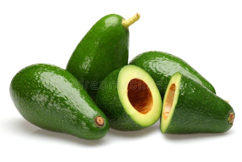 被隔绝的整个和半绿色鲕梨 免版税库存图片