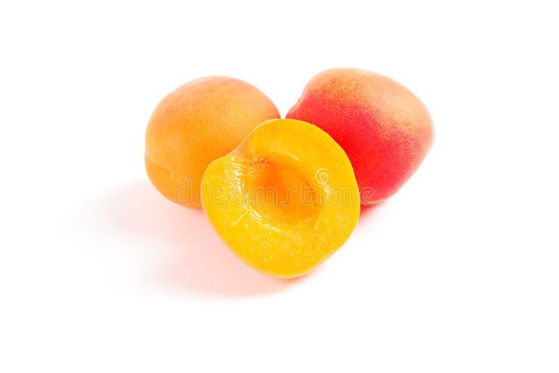 被隔绝的新鲜的甜杏子 免版税图库摄影