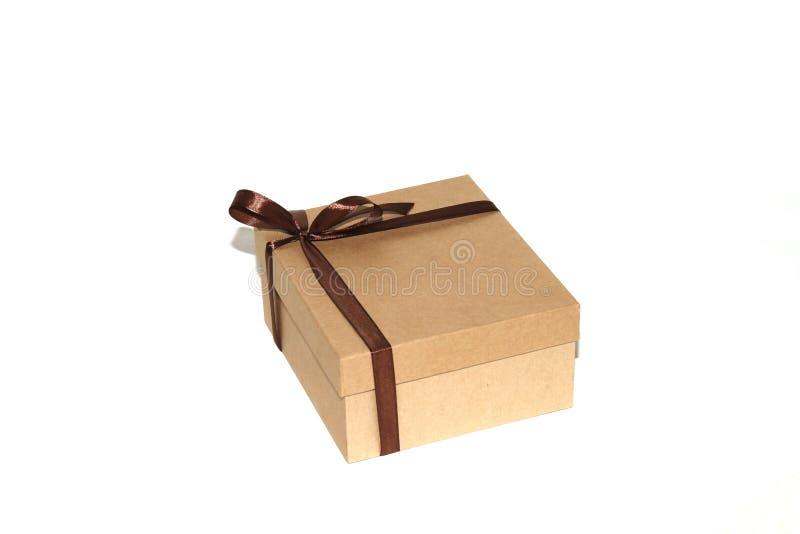 被隔绝的木箱whith棕色丝带 库存照片
