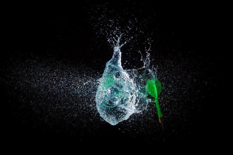 被隔绝的水气球令人惊讶的爆炸  免版税库存照片