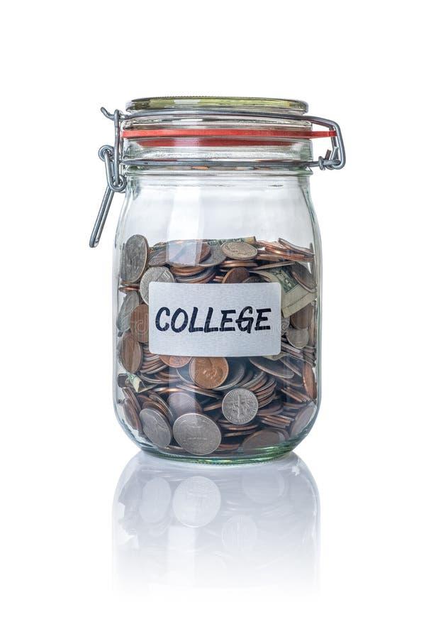 被隔绝的瓶子充满硬币标记了学院 免版税图库摄影