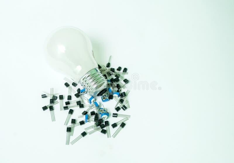 被隔绝的电灯泡和晶体管 免版税库存图片