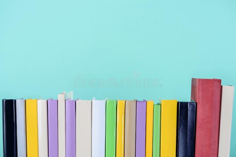 被隔绝的色的书行  图库摄影