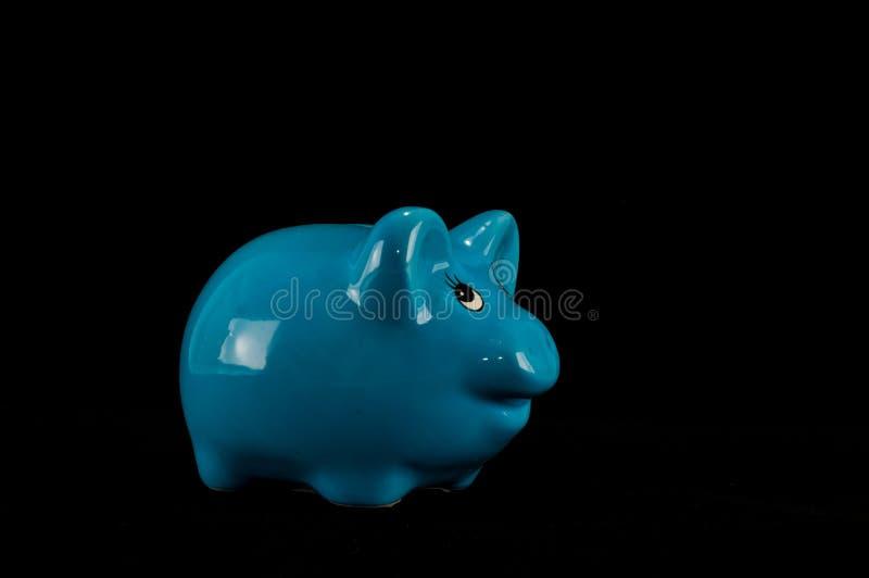 被隔绝的蓝色存钱罐或钱箱 免版税库存图片