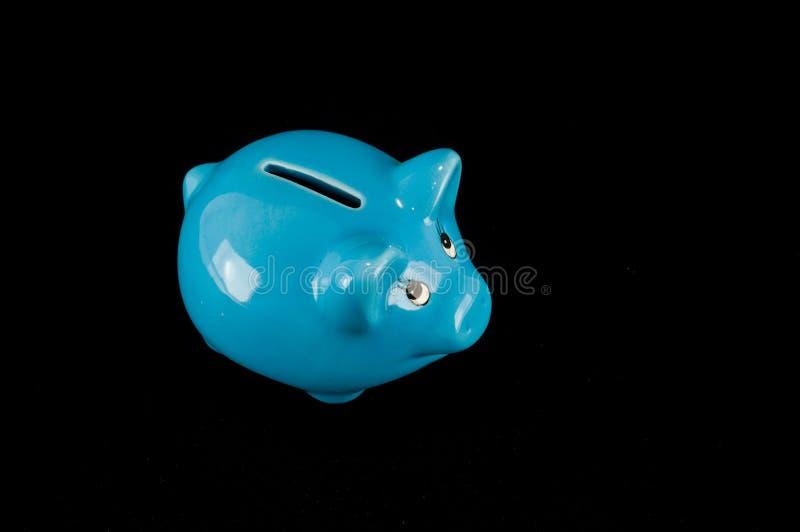 被隔绝的蓝色存钱罐或钱箱 库存图片