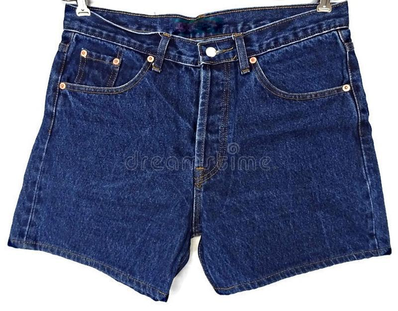 被隔绝的蓝色牛仔布斜纹布短裤 免版税库存照片