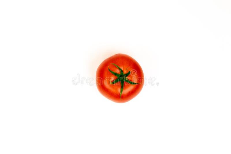 被隔绝的蕃茄 与裁减路线的蕃茄 r 在白色隔绝的新鲜的蕃茄 库存图片