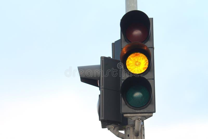 被隔绝的黄色红绿灯 免版税图库摄影