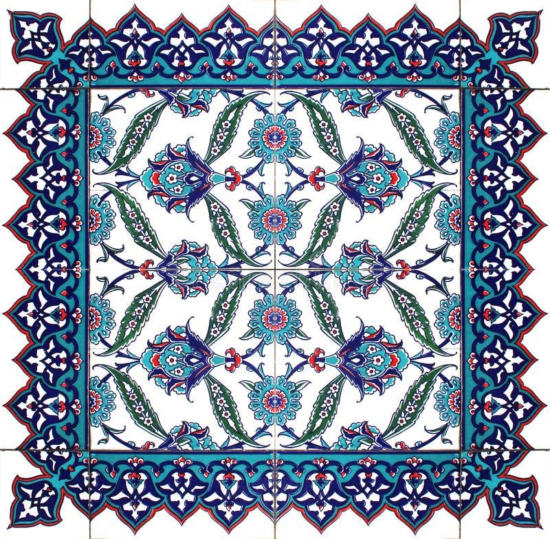 被隔绝的东方瓦片花卉样式装饰品 库存图片