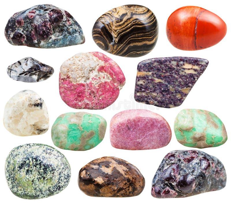被隔绝的套自然矿物翻滚的宝石 图库摄影